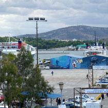 Blick aus dem Hotelzimmer zum Hafen