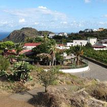 Blick von der Terrasse auf das Ristorante Villa la Rosa und Capo Graziano