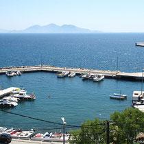 Der Hafen, hinten Thymena