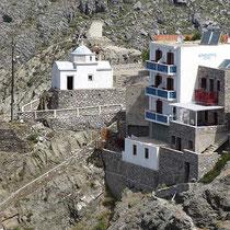 Hotel Afrodite und die Kapelle Agia Triada