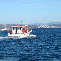 Das Taxi-Boot fährt nach Inousses