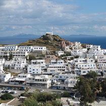 Blick auf den Hotel-Hügel (Lofos)