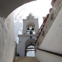 Runter zum Kircheneingang
