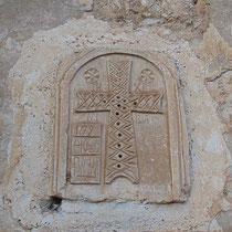 Relief über der Türe einer Zelle