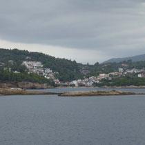 Der Hafenort Patitiri