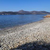 Der Strand von Agios Georgios