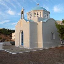 Kirche Tris Iérarches am westlichen Ende der Paralia