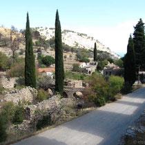 Die Straße zum Kloster