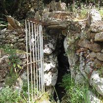 Eingang zur Grotte - eher prosaisch
