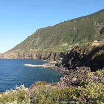 Küste und Hafen bei Malfa