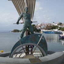 Denkmal für den unscheinbaren Seemann von Skiathos
