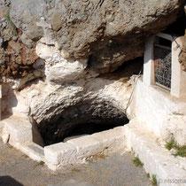 Karpathos: Eingang in die Höhlenkapelle