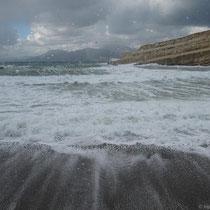 Der Strand ganz schwarz