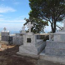 ....mit Friedhof