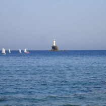 Andros: Regatta am Leuchtturm