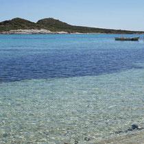Die Bucht von Prassa mit der Insel Prassonisi