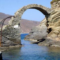 Andros: Brücke zum Messa Kastro