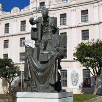 ... mit Denkmal der Tabak-Arbeiter von Dimitrios Armakolas