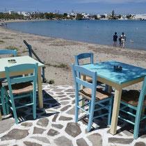 Tische am Meer