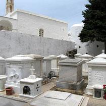 Die marmornen Beinkästen der Familien