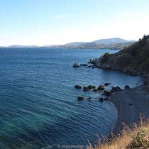 Die Küste mit Strand beim Kloster
