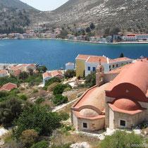 Blick auf die Kapellen Agios Nikolaos und Agios Dimitrios