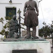 Das Denkmal für den Zigenhirten an der Platia