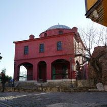 ... zur Halil-Bey-Moschee.