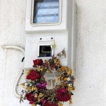 Maikranz am Stromzähler - immer wieder ein schönes Motiv