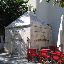 Andros: Brunnenhaus an der Platia Kairis