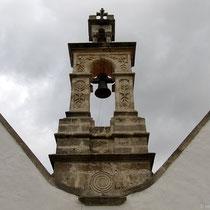 Sparsam: Doppelkirche mit einer Glocke