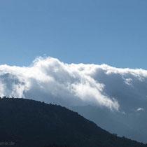 Die weißen Berge tragen heute Schleier