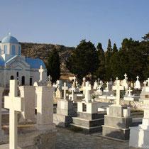 Chalki: Auf dem Friedhof von Emborio