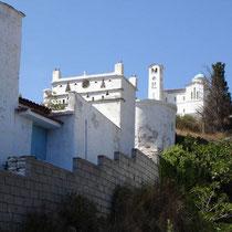 Andros: Taubenhaus und Kirche in Pitrofos