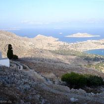 Chalki: Blick auf das Taxiarchis-Kloster