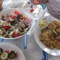 Kalynos-Salat und Zucchinischeiben