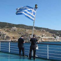 Zur Schonung wird die Flagge nach der Hafenausfahrt eingeholt