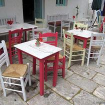 Frisch geschmückte Tische