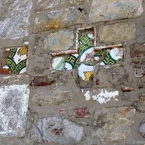 Detail in der Kapelle -auf Psara mauert man gerne Scherben ein