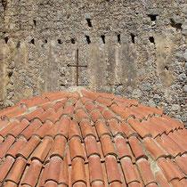 Kuppel und Mauer
