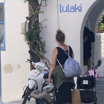 Hallo, das Moped ist im Weg!