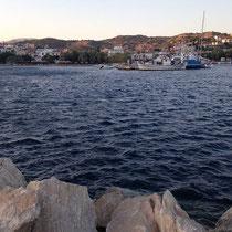 Blick über Hafen und Land