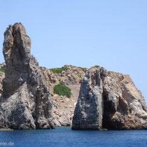 Saria: Felsen an der Palatia-Bucht