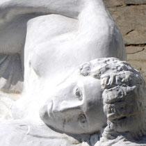 Tinos: Vor dem Bildhauermuseum in Pirgos