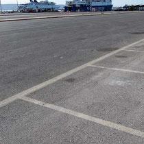 Ein großer Parkplatz