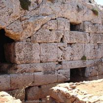 Kasos: Eingang zur Höhle Ellinokamara
