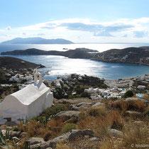 Aussicht auf die Bucht von Gialos und Sikinos