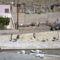 Gavdos: Befestigung der Hafenmauer inKarave