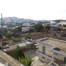 Blick vom Balkon: Triovasalos und Hühnerstall