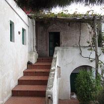 Der Aufgang zu den beiden oberen Wohnungen